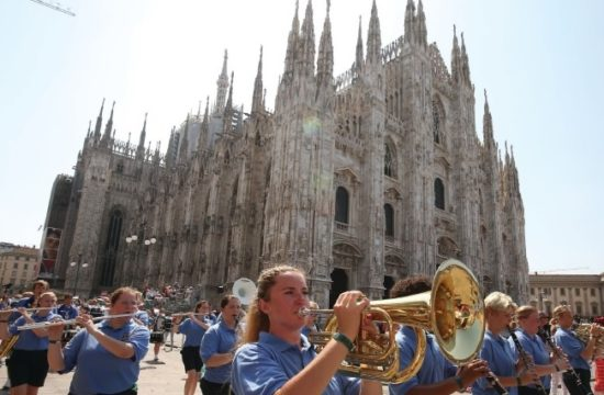 Lions share the love in front of Milan's iconic Duomo.